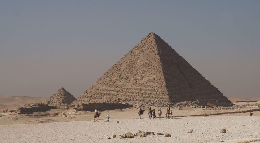 Menkaure Pyramid. (c) Kallerna CC BY-SA 3.0