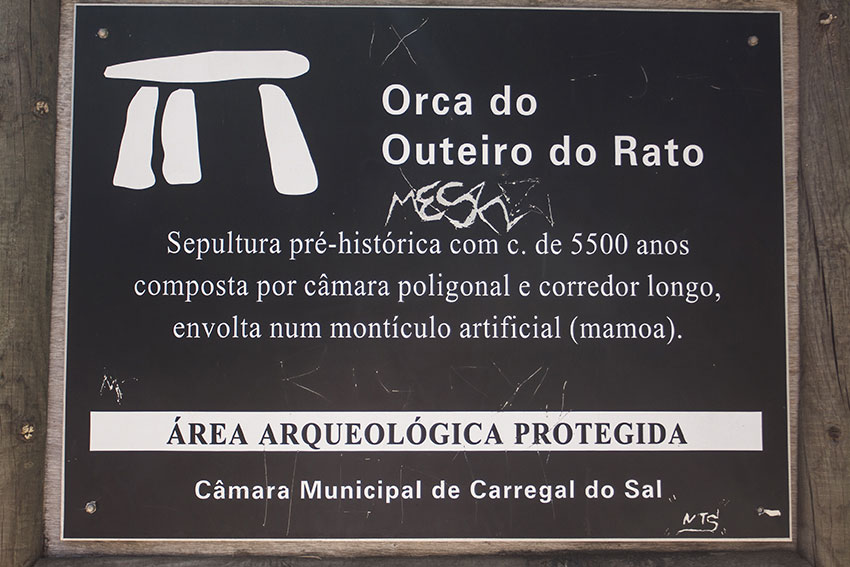 Sign welcoming visitors to the Orca do Outeiro do Rato.