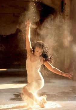 CC0 Public Domain (https://pixabay.com/en/dancer-flour-motion-ballet-sensual-1284220/)